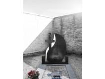 Cruce funerara granit negru lacrima