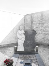 Monument funerar catolic si ortodox -Fecioarei Maria cu pruncul granit gri inchis