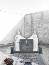 Fecioara Maria si Iisus Hristos piatra funerara Sfintei Cruci