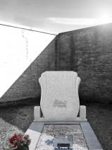 Monument funerar aripi catolic, piatra funerara