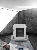 Monument funerar aripi catolic cu placa neagra, piatra funerara
