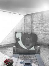 Monument funerar in forma de inima dn granit gri inchis