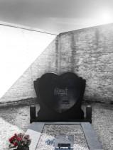 Monument funerar in forma unei inimi