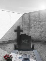 Monument carte cu cruce din granit negru abanos