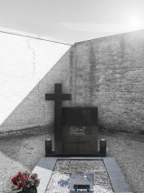 Monument funerar dreptunghic cu cruce dreapta