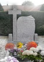 monument funerar cu cruce valuri